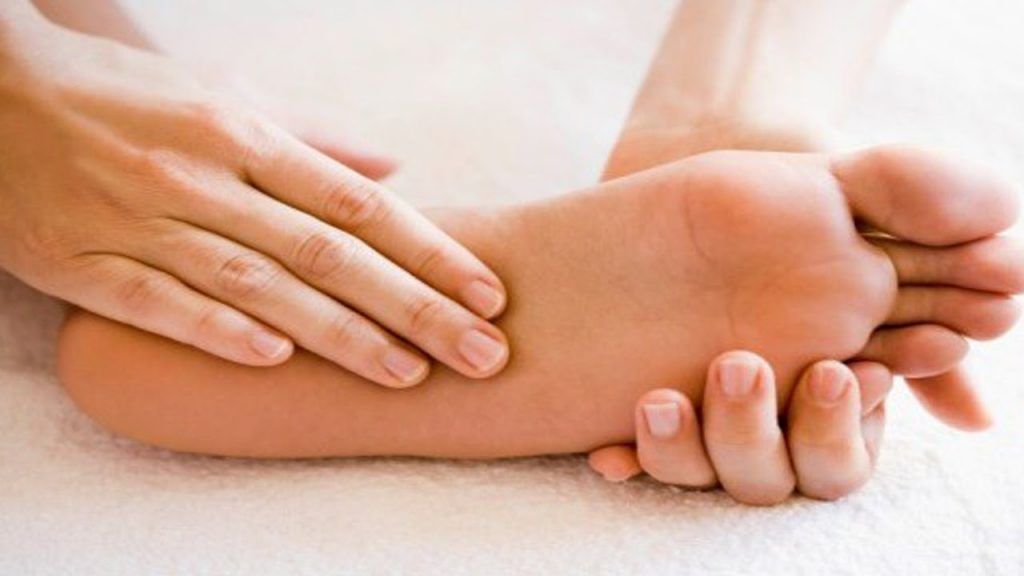 8 Home Remedies For Burning Feet