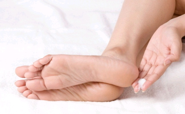 10 Effective Home Remedies For Dry and Cracked Heels