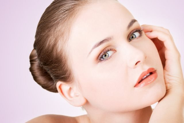9 Best Effective Home Remedies for Glowing Skin