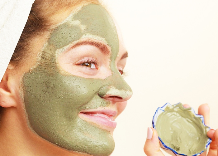 Bentonite-Clay-Mask-to-Remove-the-Blackheads