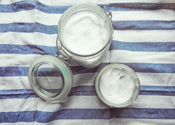 Coconut-Oil-to-Remove-Blackheads
