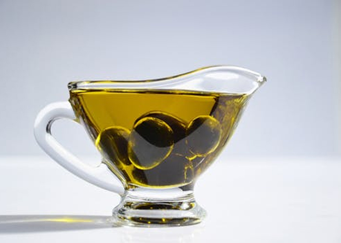 Olive-Oil-to-Get-Rid-Of-Pimples