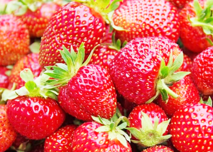 Strawberry-to-Remove-Blackheads