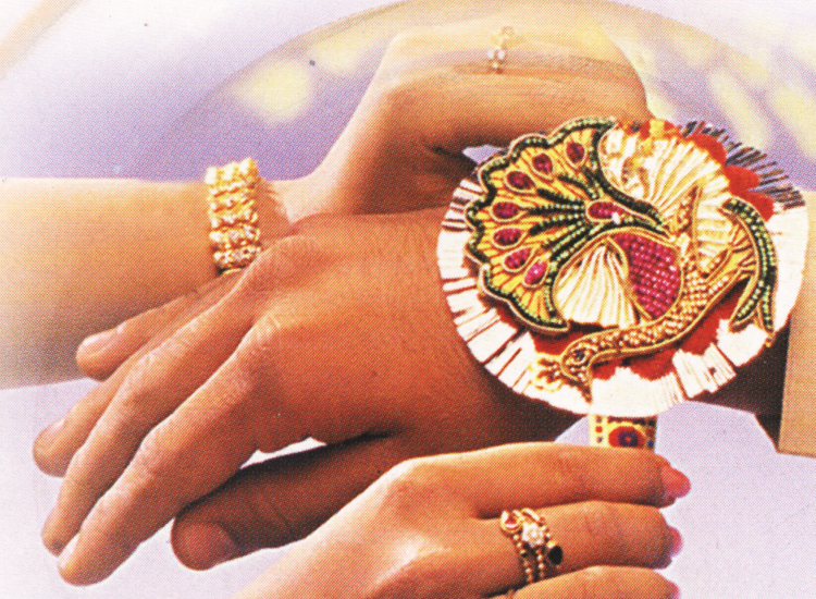 Top-15-Rakhi-Gifts-for-Sisters