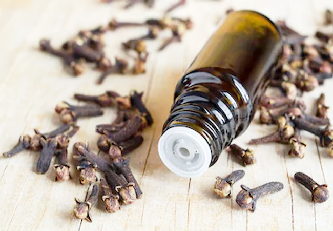 Clove-Oil-for-Mouth-Ulcers