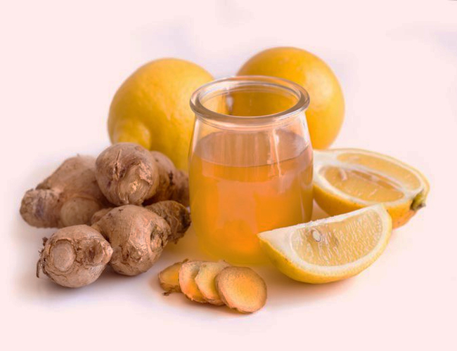 Ginger-Juice-and-Honey-to-Treat-Vomiting-in-Children