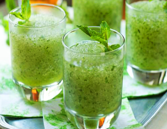 Mint-Juice-to-Treat-Vomiting-in-Children