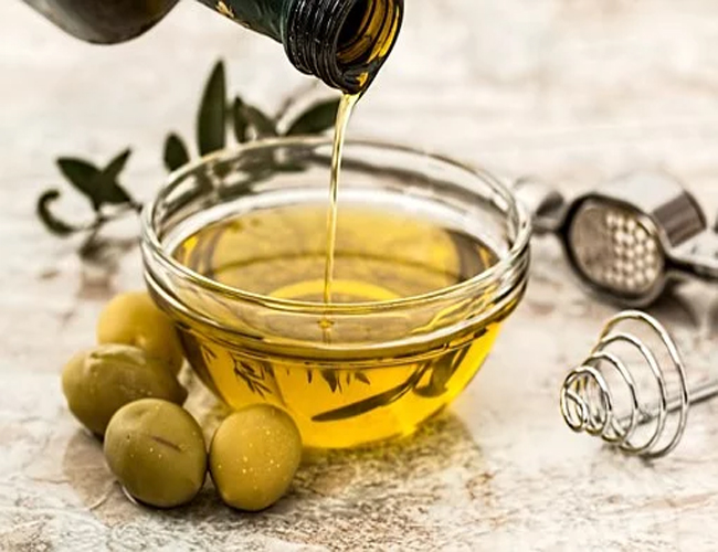 Olive-Oil-for-Cracked-Heels