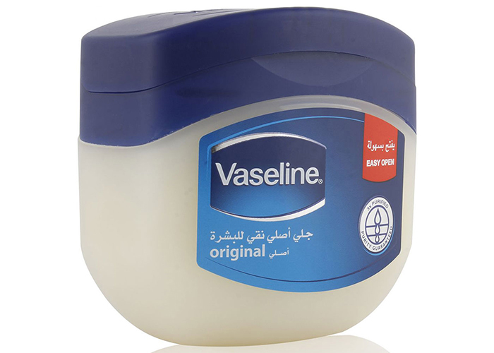 Petroleum-Jelly-for-Winter-Skin-Care